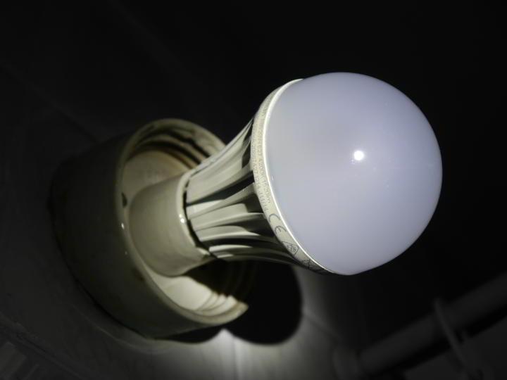 Żarówka LED z mojej łazienki.