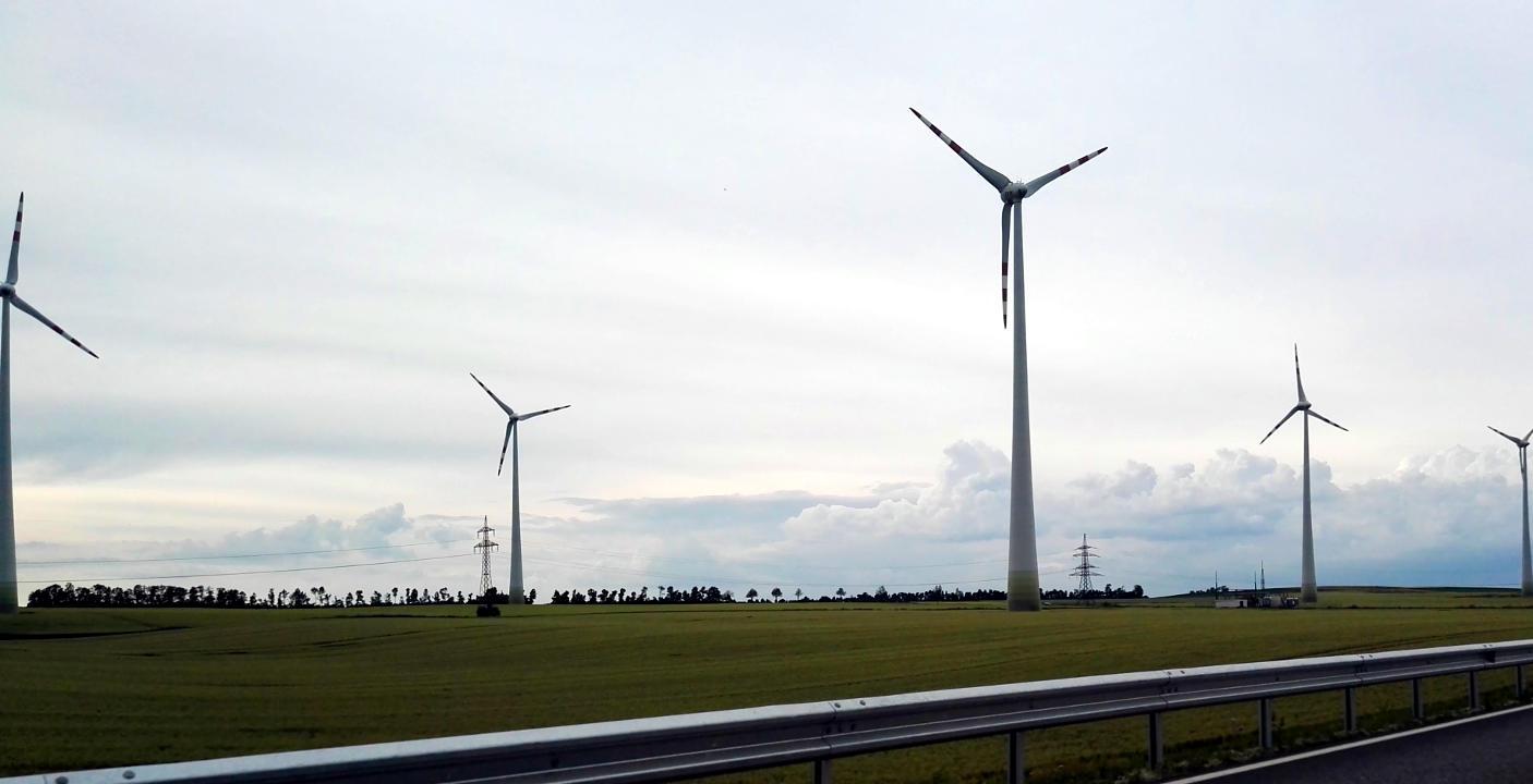 Turbiny wiatrowe w Austrii.