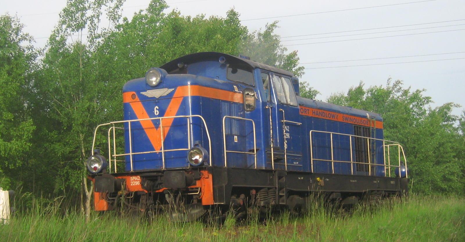 Napęd hybrydowy (spalinowo-elektryczny) można znaleźć także w tych, bardzo popularnych lokomotywach SM42 / Fablok 6D.