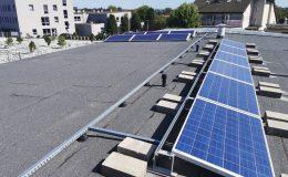 Optymalne ustawienie paneli fotowoltaicznych na płaskim dachu
